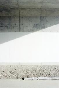 新設トンネルに入る日射しの写真素材 [FYI03353970]