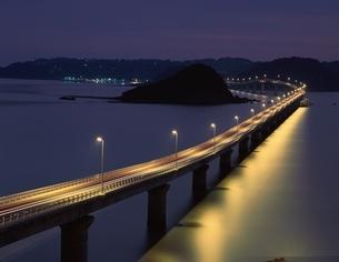 角島大橋の夜景 山口県の写真素材 [FYI03354089]