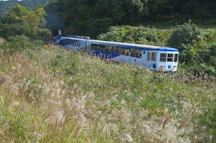JR木次線電車 トロッコ列車の写真素材 [FYI03354129]
