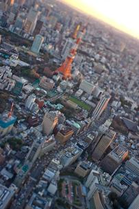 桜田通りと東京タワーの写真素材 [FYI03354406]