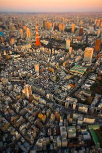東京タワーと麻布十番周辺の写真素材 [FYI03354407]