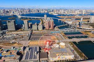 江東区上空よりお台場周辺とレインボーブリッジと東京タワーの写真素材 [FYI03354476]