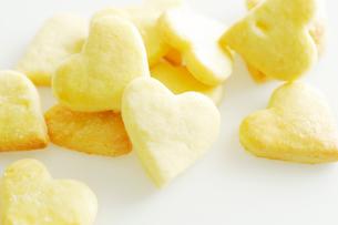 星型とハート型の手作りクッキーの写真素材 [FYI03354800]