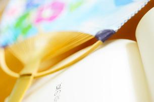 開いた本と団扇の写真素材 [FYI03354809]