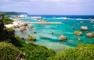 宮古島 東平安名崎透けるサンゴの海の写真素材 [FYI03355860]