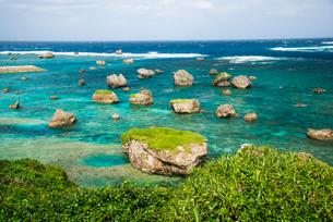 宮古島 東平安名崎 隆起珊瑚礁の石灰岩の写真素材 [FYI03355875]