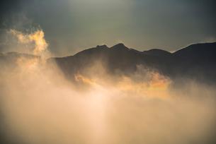彩雲と八ヶ岳連峰の写真素材 [FYI03356014]