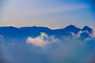 彩雲と八ヶ岳連峰の写真素材 [FYI03356026]