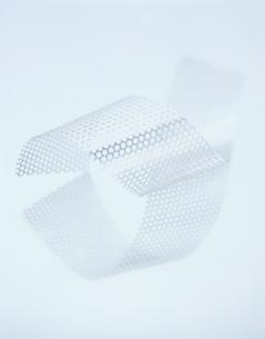 2本のパンチングテープの写真素材 [FYI03356232]