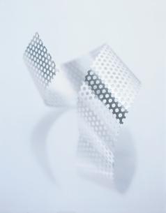 2本のパンチングテープの写真素材 [FYI03356239]