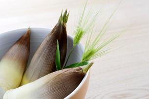 サラダ鉢と筍の写真素材 [FYI03356588]