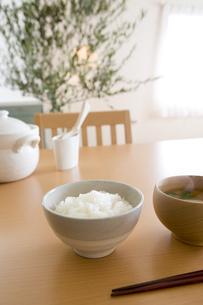御飯と味噌汁の写真素材 [FYI03356632]