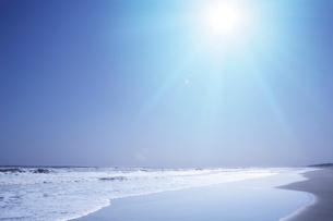 海と青空と太陽の写真素材 [FYI03356642]