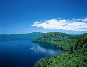 瞰湖台より十和田湖望む   青森県の写真素材 [FYI03357029]