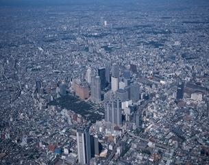 新宿新都心とビル群の空撮 東京都の写真素材 [FYI03357186]