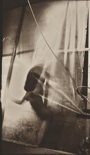カーテンに顔を押しつける日本人女性 セピアの写真素材 [FYI03358227]