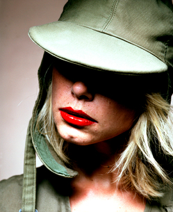 帽子を被った外国人女性の写真素材 [FYI03358273]