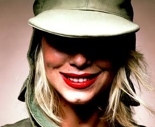 帽子を被った外国人女性の写真素材 [FYI03358274]