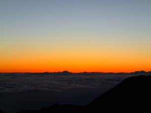 ハレアカラ夜明け前の雲海の写真素材 [FYI03358285]