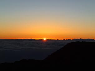 ハレアカラのサンライズと雲海の写真素材 [FYI03358290]