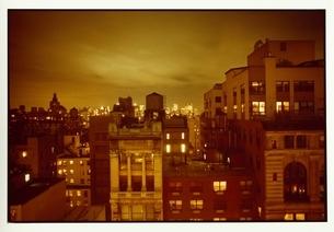 ニューヨークの街並みとビルの灯りの写真素材 [FYI03358357]