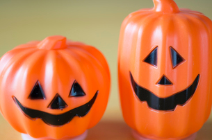 ハロウィンのお化けかぼちゃオブジェの写真素材 [FYI03358425]
