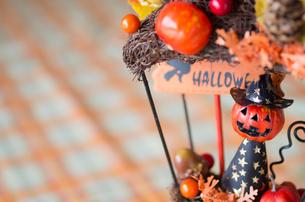 ハロウィンのお化けかぼちゃデコレーションの写真素材 [FYI03358434]