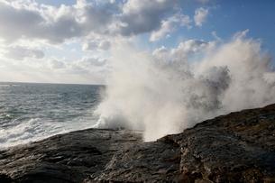 日本海の波の写真素材 [FYI03358476]