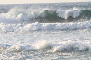 日本海の波の写真素材 [FYI03358483]