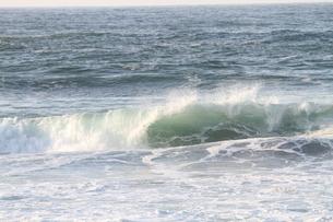 日本海の波の写真素材 [FYI03358484]