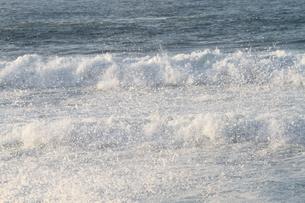 日本海の波の写真素材 [FYI03358486]