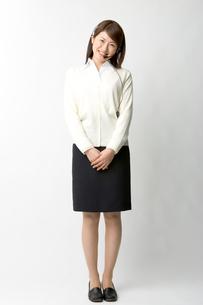 インカムを付けた日本人ビジネスウーマンの写真素材 [FYI03361458]