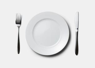 皿とフォークとナイフの写真素材 [FYI03361738]