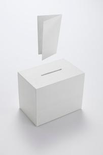投票箱と投票用紙のイラスト素材 [FYI03361773]