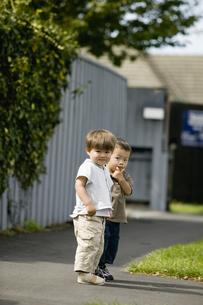 2人の子供の写真素材 [FYI03361921]