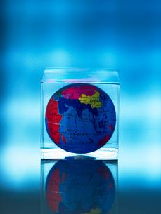 アクリル地球儀の写真素材 [FYI03362002]