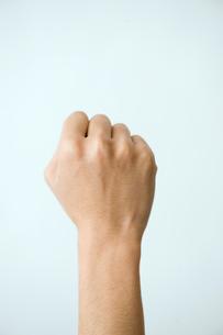 男性の拳の写真素材 [FYI03362330]