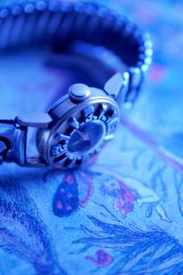 アンティークの女性用腕時計の写真素材 [FYI03362958]
