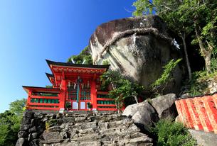神倉神社とゴトビキ岩の写真素材 [FYI03363132]