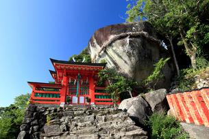 神倉神社とゴトビキ岩の写真素材 [FYI03363134]
