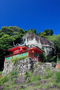 神倉神社とゴトビキ岩の写真素材 [FYI03363137]