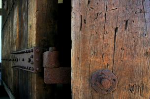 弘前城の東門と刀傷の写真素材 [FYI03364072]