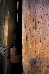 弘前城の東門と刀傷の写真素材 [FYI03364073]