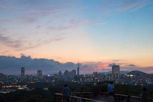 福岡城天守台跡から望む福岡市の街並みの写真素材 [FYI03364472]
