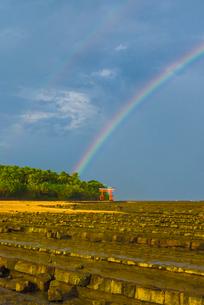 宮崎青島にかかる虹の写真素材 [FYI03364574]