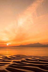 御輿来海岸の夕陽の写真素材 [FYI03364579]