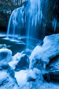 凍った鍋ヶ滝の写真素材 [FYI03364595]