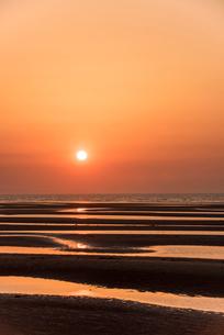 夕焼けの真玉海岸2の写真素材 [FYI03364606]