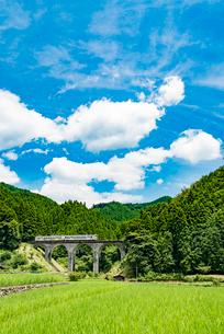 東峰村のめがね橋(栗木野橋梁)1の写真素材 [FYI03364661]