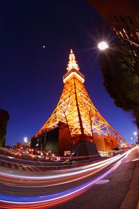 黄昏の東京タワーの写真素材 [FYI03364668]